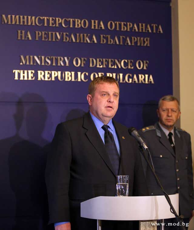 Defence Minister: Our Primary Concern is the Life of the Airmen