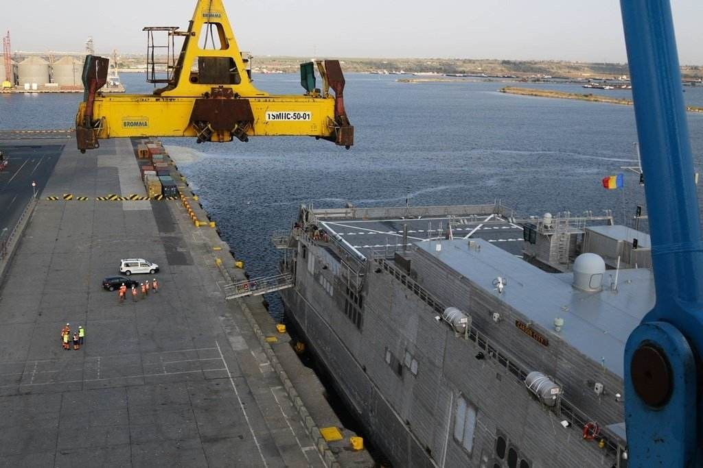 the-high-speed-usns-carson-city-is-tested-on-the-black-sea-for-logistics-purposes