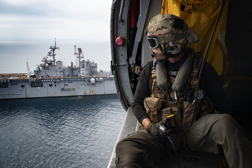 HSC-23 Conducts VERTREP aboard Bonhomme Richard