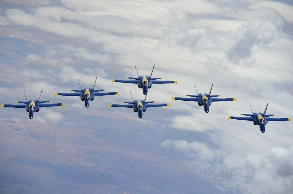 Grissom tankers refuel Blue Angels