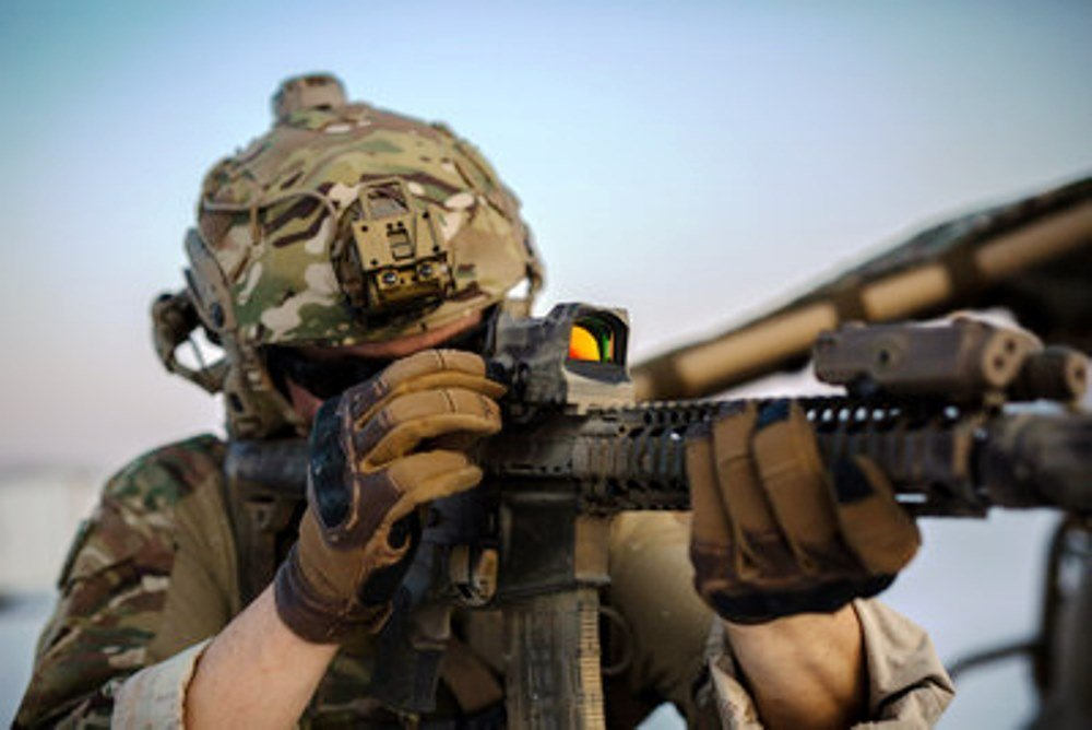 a-new-rifle-sight-of-raytheon-elcan-offers-a-much-clearer-and-less-grainy-image