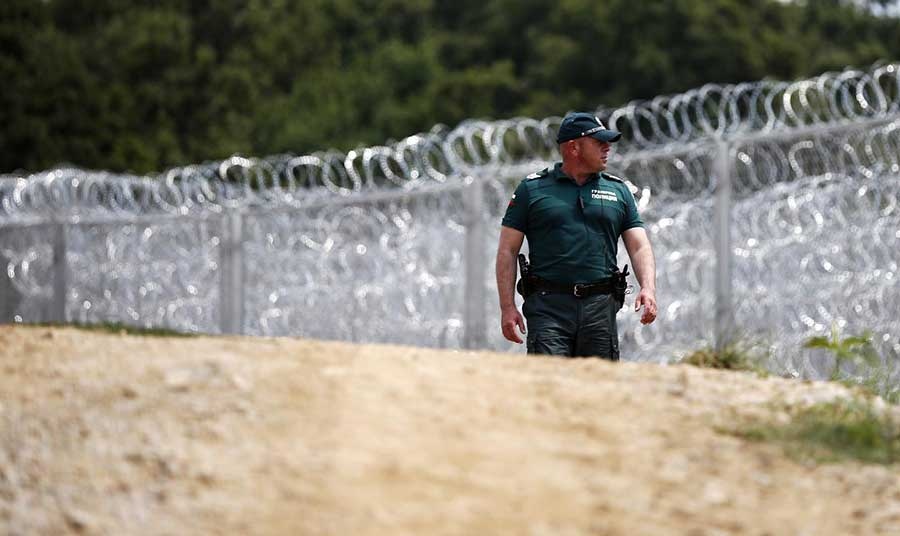 MoD: Bulgarian Army is Ready to Send up to 3000 Troops at the Border if There is a Migration Wave