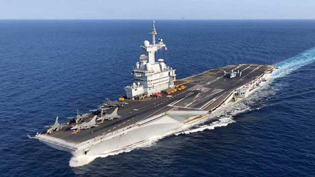 French-aircraft-carrier-approached-Syria-at-a-distance-of-airstrikes