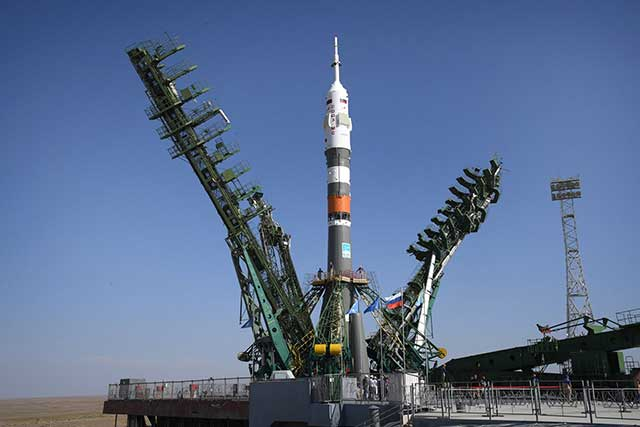 The-Soyuz-2.1А-rocket-was-brought-to-launch-for-the-first-flight-with-people—baikonur