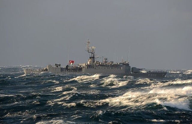 Italian-warships-keep-an-eye-on-the-Turkish-fleet-off-the-coast-of-Libya