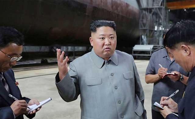 The-intelligence-keeps-eyes-on-the-new-strategic-Kim's-submarine