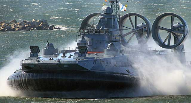 Russian-Zubr-hovercraft-is-real-killing-machines,-a-Polish-expert-said