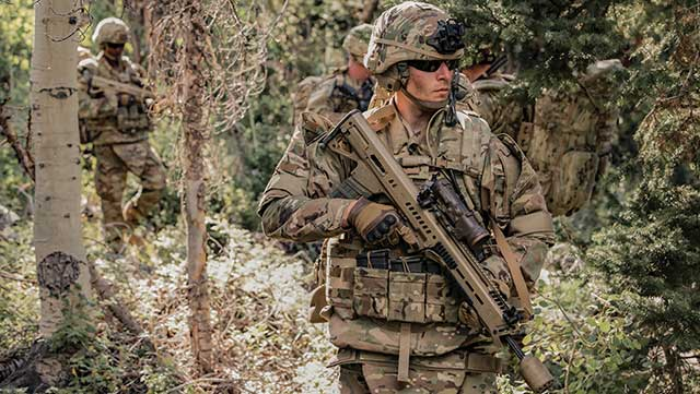 The-US-military-is-armed-with-a-unique-MCX-Spear-lightweight-assault-rifle