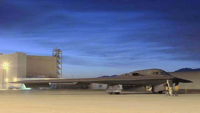 American-beast-B-2A-bomber-is-preparing-for-a-new-test-at-the-Edwards-AFB