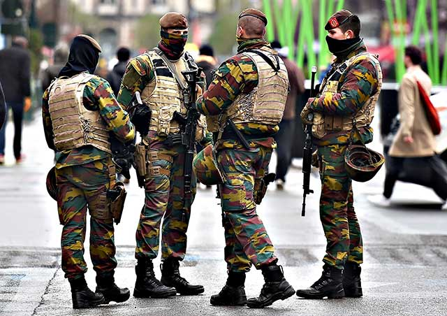 French-and-Belgian-soldiers-on-the-streets-because-of-terrorist-threats
