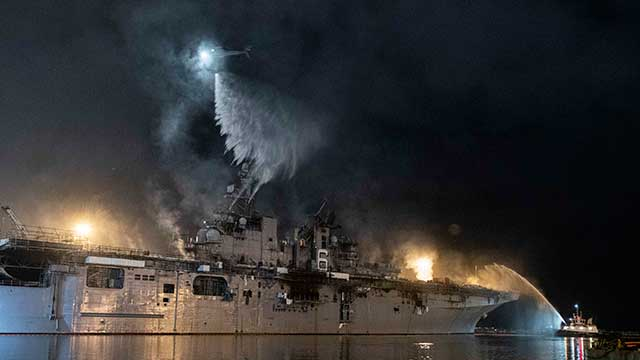 US-Navy-refused-to-repair-the-USS-Bonhomme-Richard-and-decided-to-retire-it