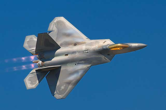 F-35 vs. F-22 - a dogfight between the best stealth fighters