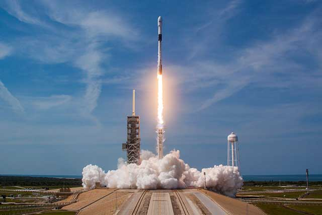 Sirius XM flew into space, and SpaceX with a perfect landing at night