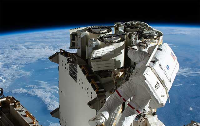 Watch-live-Astronauts-install-a-new-roll-up-solar-arrays-outside-ISS