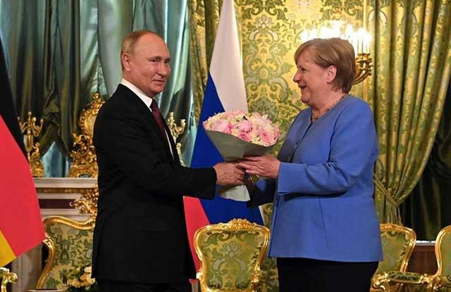 Putin-Merkel-talks-Gas,-Ukraine,-Navalny.-What-else