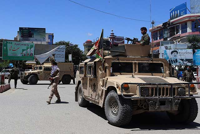 Taliban-will-be-armed-with-US-Humvees,-helicopters,-and-planes