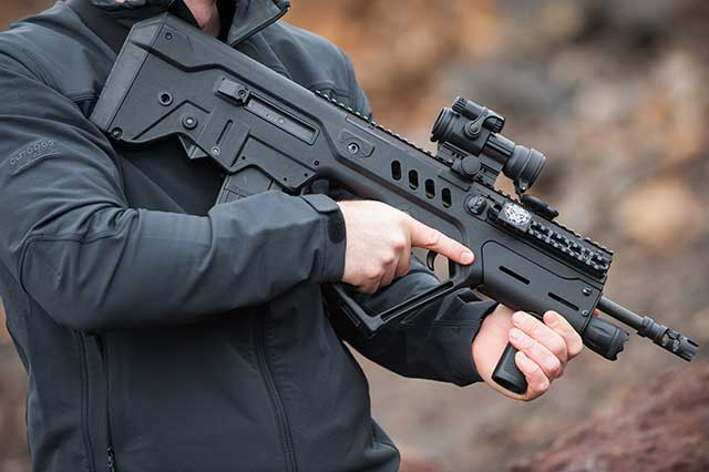 Israeli assault rifle TAR 21 - a competitor of AUG, FAMAS and SA80